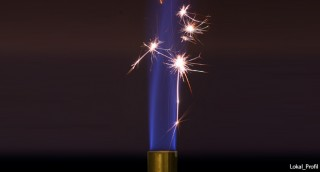 Why does burning magnesium produce white light, and copper green light?